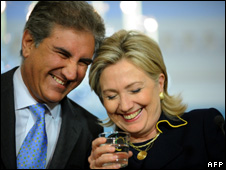 Shah Mehmood Qureshi and Hillary Clinton (24 March 2010)