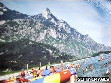 Poster advertising Mount Kumgang resort (file)