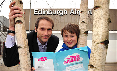 Neil Anderson, Edinburgh Airport's commercial director, (L) with Sean Butters of Gylemuir Primary School (R)