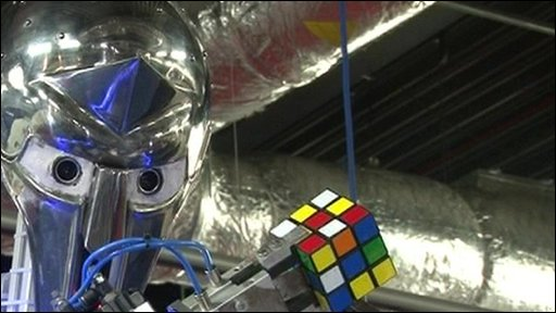 Robot solving Rubik&amp;apos;s Cube