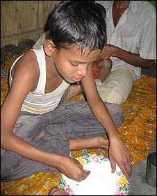 Mohammed Olil eating
