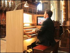 Electronic cathedral organ