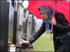 Hedi Fried at her parents' grave