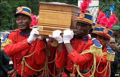 Military servicemen carry the coffin of Andre Kolingba (Central African Republic's former president)