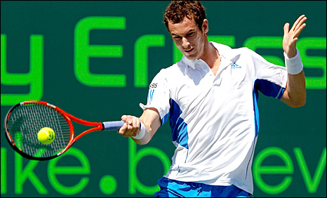 Andy Murray strikes a forehand against Mardy Fish
