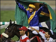 Pereira carries a Brazil flag as Gloria De Campeao is led in