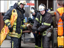 An injured man is carried out of Park Kultury metro station (29 March 2010)