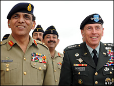 Pakistan's army chief Gen Ashfaq Kayani (left) and US Gen David Petraeus