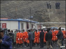 Rescuers arrive at the mine on 29 March 2010