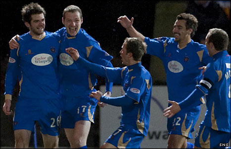 The St Johnstone players celebrate a goal against Rangers