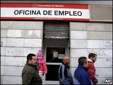 People entering a Spanish job centre