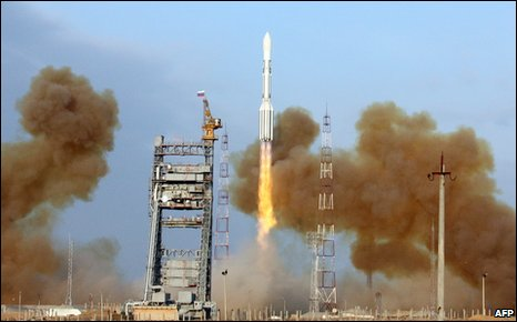 Proton rocket launches three Glonass-M satellites into orbit on 14 December 2009 (AFP)