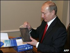 President Vladimir Putin examines Glonass equipment in 2007 (AFP)