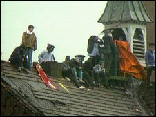 Prisoners on the roof of Strangways prison in 1990