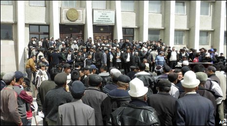 Demonstrators gather in front of a government building in the Kyrgyz town of Talas, 6 April 2010