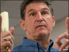 West Virginia Governor Joe Manchin explains drilling locations of the Upper Big Branch coal mine owned by Massey Energy Company and operated by Performance Coal Company in Montcoal, West Virginia, April 7, 2010, during a press conference two days after an explosion killed 25 miners