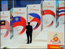 Posters at the Asean summit, Hanoi (8 April 2010)