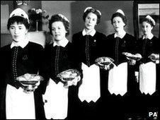1930 cafe waitresses at Lyons