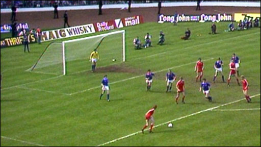 Alex McLeish scores for Aberdeen against Rangers