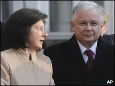 Polish President Lech Kaczynski and wife Maria (file photo)