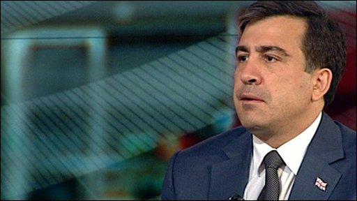 Georgian President Mikheil Saakashvili pays tribute to Poland's President Lech Kaczynski