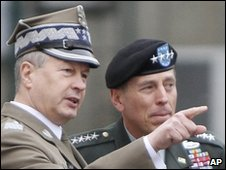 Gen Franciszek Gagor (L) with US Gen David Petraeus - 7 April 2010