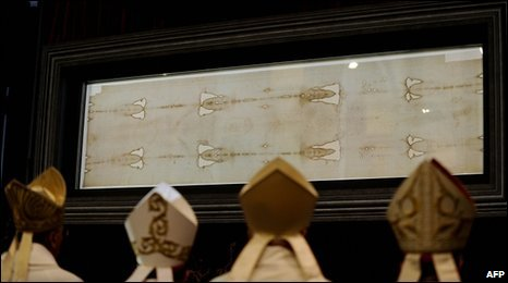 Bishops pray in front of the Shroud in Turin Cathedral, Italy, 10 April