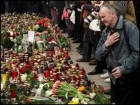 Mourners in Warsaw, 11/04
