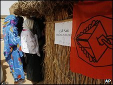 Women entering polling station in Darfur