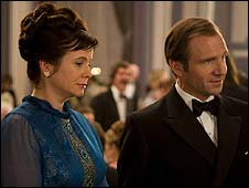 Emily Watson and Ralph Fiennes in Cemetery Junction