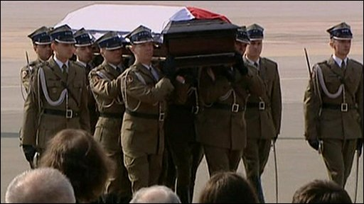 President Lech Kaczynski's body returns to Poland