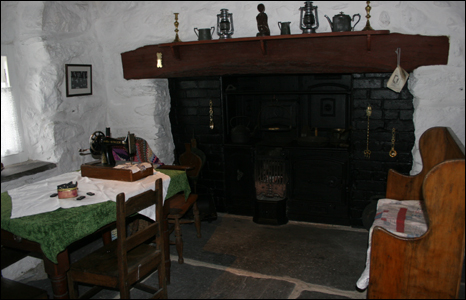 Cae'r Gors front room