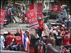 Red-shirt protesters in Bangkok, Thailand (13 April 2010)