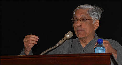 Rajmohan Gandhi, grandson of Mahatma Gandhi, speaks in Ramallah
