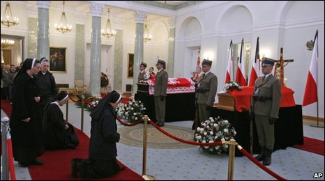 The coffins of Poland's first couple lie in state in Warsaw, 13 April