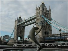 Tower Bridge - where you can see the runners twice.