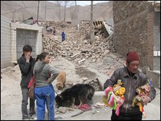People among rubble in Yushu. Photo: Arnold King