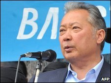 Outsed Kyrgyz President Kurmanbek Bakiyev speaks at a rally in Osh on 15 April 2010