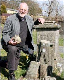 Revd Norman Morris at Ratlinghope churchyard