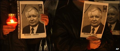 Poles hold pictures of late President Lech Kaczynski as they demonstrate in favour of his burial in in Wawel cathedral