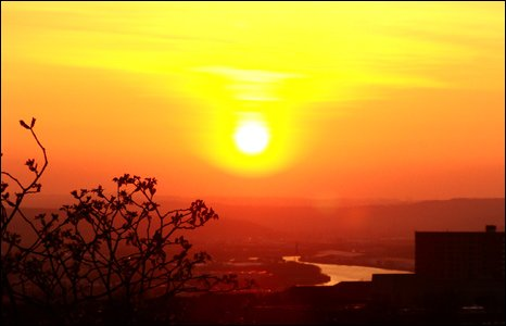 Sunset over Gateshead, UK (image by Michael Connor)
