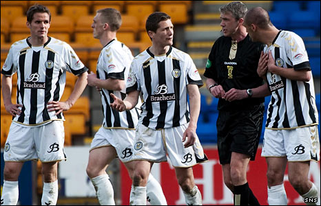 St Mirren players and referee Charlie Richmond