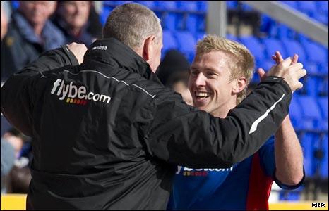 Terry Butcher celebrates with goalscorer Richie Foran