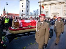 The casket of late Polish President Lech Kaczynski is taken to St John's cathedral in Warsaw on 17 April