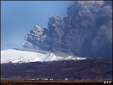 The Eyjafjallajoekull volcano billowing smoke and ash. Photo: 17 April 2010