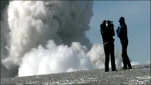 ABC&amp;apos;s Neil Karlinsky on the edge of Icelandic volcano