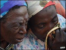 Women mourn killings near Jos (March 2010)