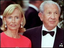 Former International Olympic Committee President Juan Antonio Samaranch, and his wife Maria, file photo from 1999