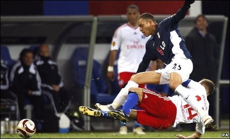 Bobby Zamora in action for Fulham against Hamburg