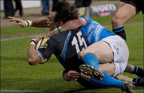Bernardo Stortoni crashes in for Glasgow's first try